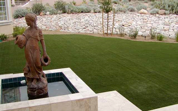 Should You Fake Your Lawn? The Benefits of Installing Fake Grass